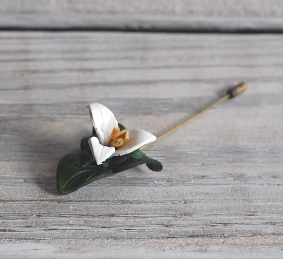 Vintage Trillium Leather Flower Pin