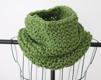 Green Hand Knit Chunky Cowl Scarf