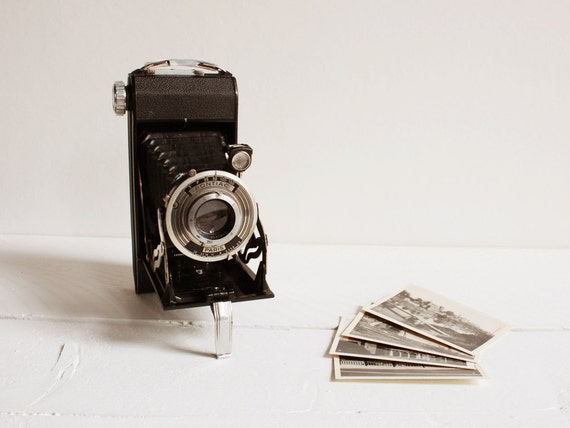 Vintage Pontiac camera, A French folding camera