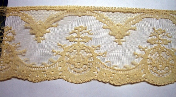 Vintage 5 Yards  Ecru Flat Scalloped Lace Trim, Delicate 3 and one quarter inches wide