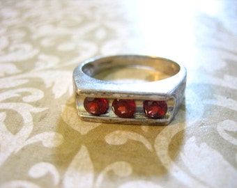 Vintage Sterling Silver Garnet Band Ring