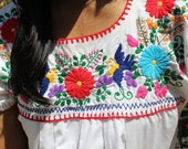 Sweet HummingBirds Vintage Hand Embroidered Mexican Peasant Blouse 1960s 1970s