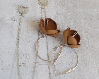 Leather earrings in autumn brown