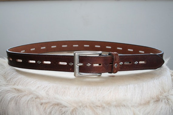 06 Vintage Belt. Silver Diamond Guess Leather Belt.