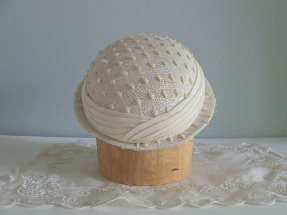 1930s tilt hat / 30s 40s vintage ivory straw veiled hat