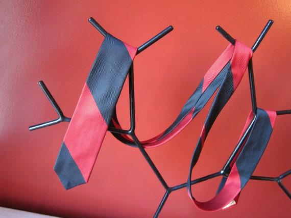 Skinny necktie bias stripe 1960s skinny SILK black & red tie