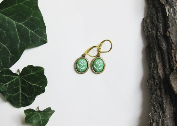 40% OFF! Tiny Vintage Green Earrings. Edelweiss. Pressed Glass and Antiqued Brass. Floral Design. Flower earrings. Green Jewelry. Flowergirl