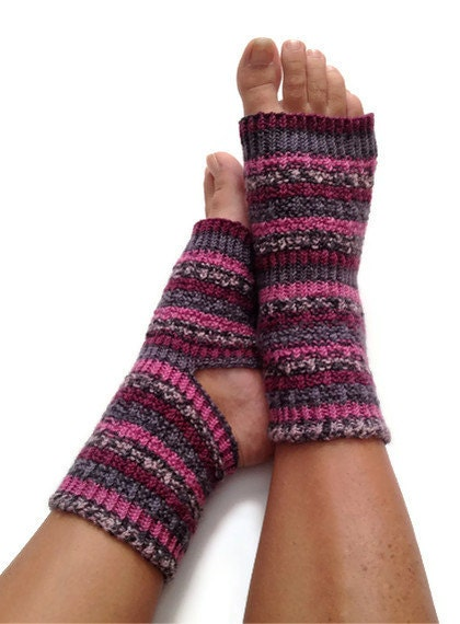 toeless yoga socken hand stricken in rosa lila und grau. Black Bedroom Furniture Sets. Home Design Ideas