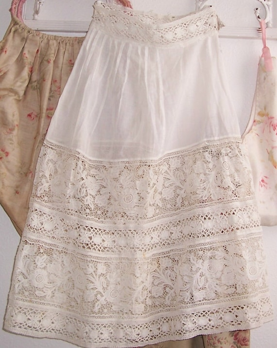 ANTIQUE/Edwardian Whitework Girl's/Lady CLOTHING/Slip/Petticoat w/ Deep Needle Lace