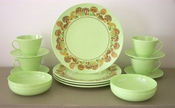 Mod 60s Melmac Dinnerware Set Lime Green with Mushrooms 16 Pcs