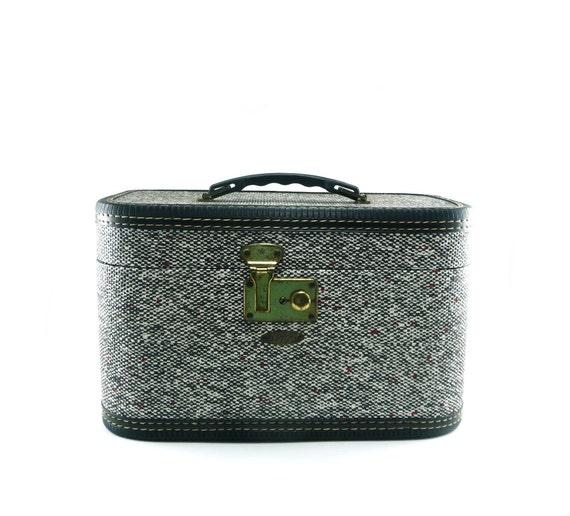Vintage luggage - Train travel Case Vacationer Royal in tweed