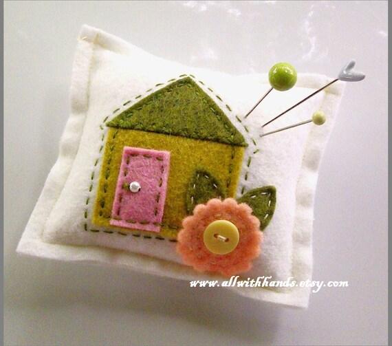 Sweet Home Pincushion, felt pincushion, pincushion, mini pillow, felt house pincushion, handmade pincushion