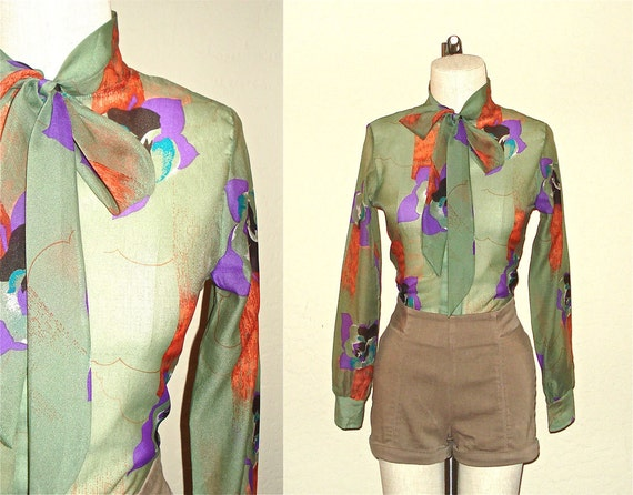 Vintage 70s hipster blouse FERN GREEN floral print sheer with ascot - S