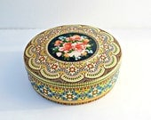 Decorative tin colorful cookie tin vintage Holland holidays packaging idea Christmas