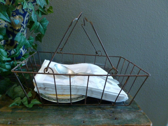 Vintage wire basket, natural rust patina, container with handles