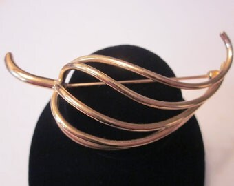 Vintage Gold Tone NAPIER Brooch