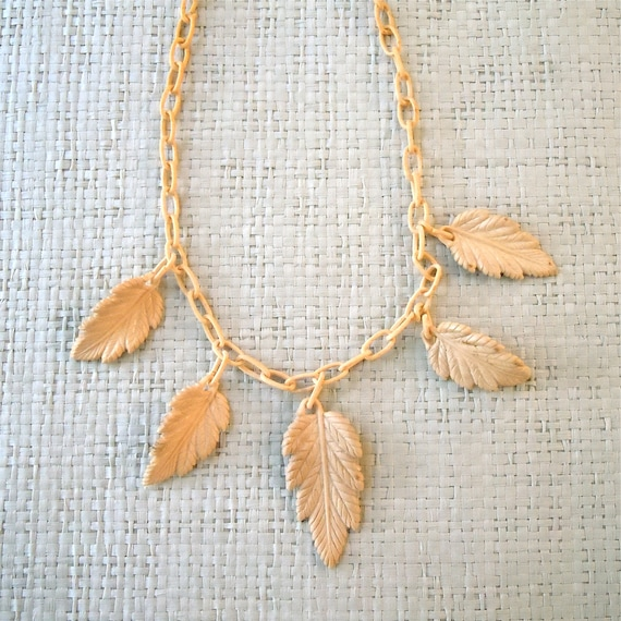 30s Celluloid Leaf Necklace/ Nude blush leaves, Celluloid chain links art deco era