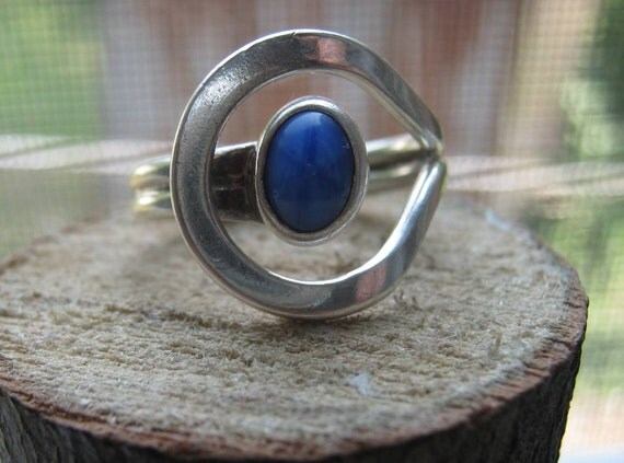 Vintage Sterling Silver Mexico Southwestern Ring with Unique Style and Blue Star Sapphire Size 9