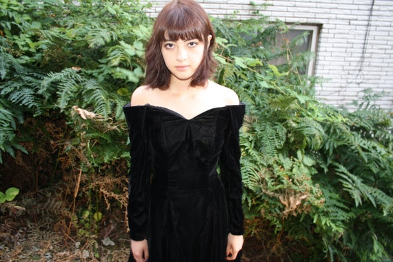 vintage 80s GOTH VELVET drop shoulder longsleeve party dress with tulle lining size xs s