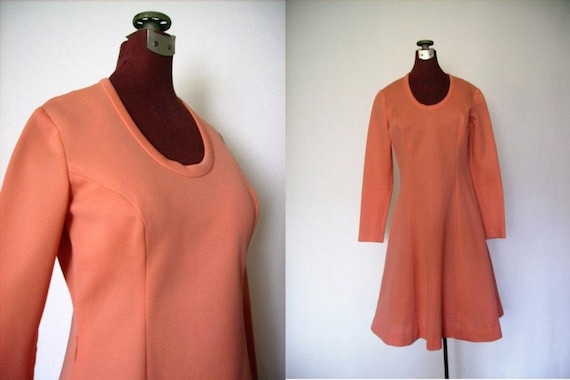 Vintage 70s Dress in Coral Polyester Knit