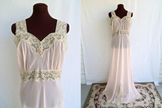 Vintage 40s Nightgown Gown in Peach Nylon with Ecru Lace Size 38 Extra Long