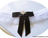 Single Bow Toss garter-White  Lace Bridal Garter with Black  Bow