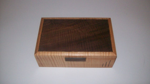 Man's Personal Art Deco Fiddle Back Maple Box 10''x6 1/2''x3 1/2''