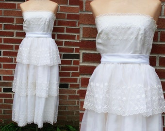 Vintage 70s Tiered White Eyelet Wedding Strapless Dress
