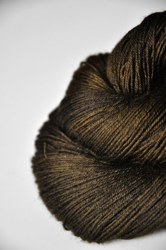Dried brown algae  -  BFL Yarn fingering weight