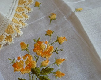 Lot of 2 Vintage handkerchiefs, Linen and cotton