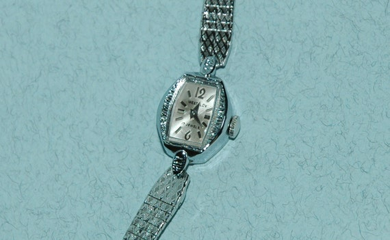 Vintage 1960s-70s 17-Jewel Westclox Windup Woman's Watch (Working)