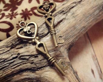 10pcs Antiqued Bronze Victorian Heart Key Charm Pendant Drop 40x14mm P29-HK9643
