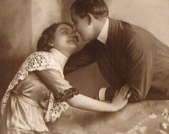 ROMANTIC EDWARDIAN COUPLE Antique Rppc real photo Photograph unused British Post Card