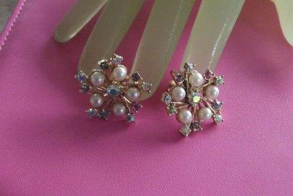 "Vintage 1 "" Light Goldtone Faux Pearl Multi Color Rhinestone Clip on Earrings"