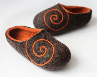 Handmade felted Wool Slippers. Braun- Gray / Orange with Orange Spiral ornament.
