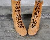 vintage shoes, 1960's tan suede Bohemian Renaissance decorative ankle boots, size 6.5, 37