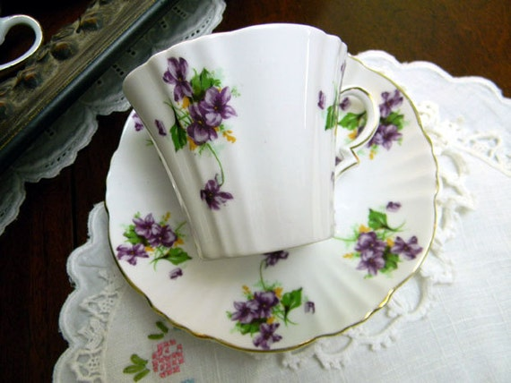 Royal Standard Teacup Tea Cup and Saucer Violets Bone China England 8772