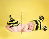Newborn baby bumble bee  hat and butt cover  props set  crochet Newborn photo props photography  girl boy