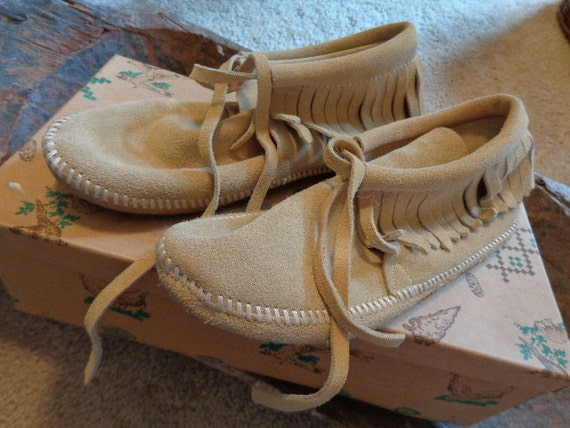RESERVED Tina Handmade leather suede  Vintage Cherokee Indian Moccasins, IOB, like new, size 6 with documentation