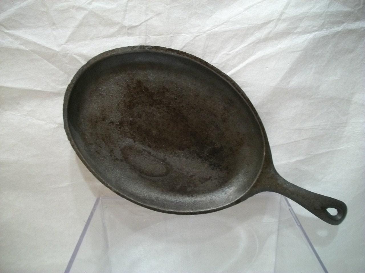 Vintage cast iron griddle pan oval cast iron pan cast iron for Cast iron fish fryer