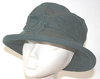 Waxed cotton rain hat in Teal
