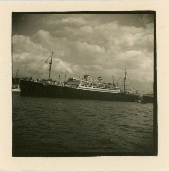 """S A L E - Vintage Photo """"All Aboard"""", Photography, Paper Ephemera, Snapshot, Old Photo, Collectibles - 0037"""