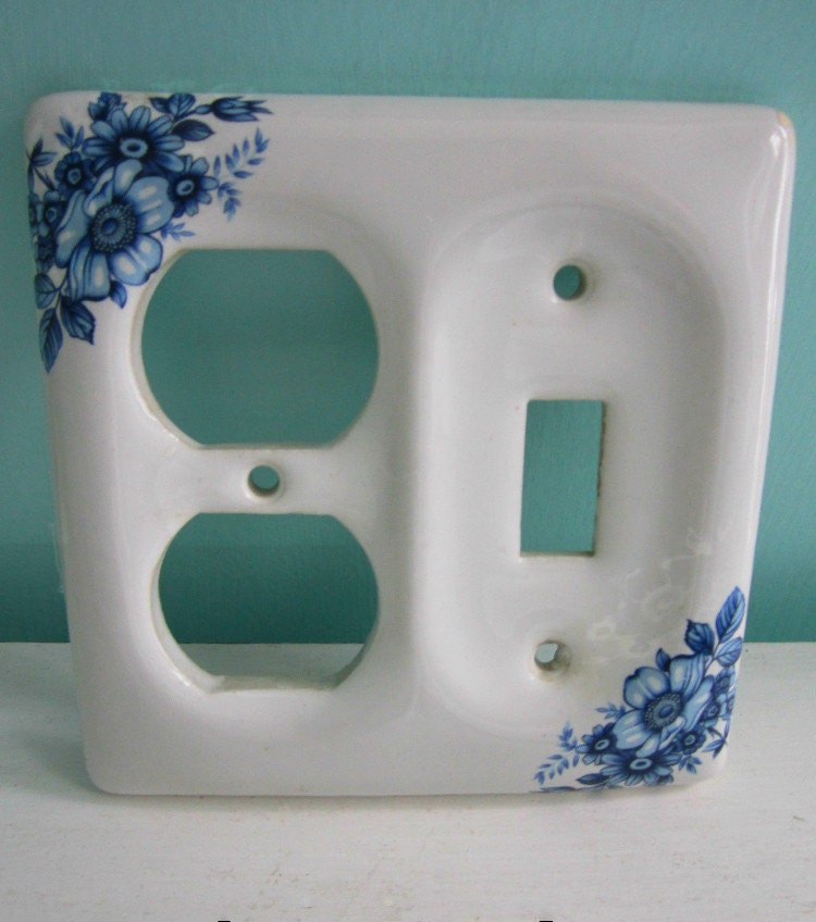 vintage porcelain switch plate blue white dual. Black Bedroom Furniture Sets. Home Design Ideas