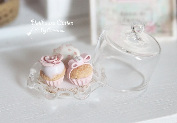 Dollhouse miniature food - Shabby chic cupcakes with glass cake stand