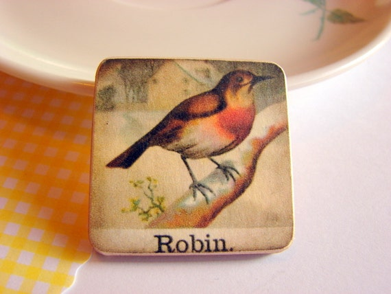 Robin Red Breast Pin - Medium Paper and Wood Decoupage Brooch - Victorian Bird Nature Woodland