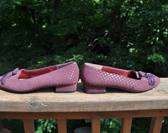 Vintage 1980s Shoes. Size 8 Medium flats. mauve print casual shoes.  Annie shoes.
