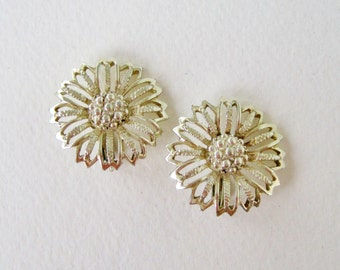 Vintage 50s Signed Sarah Coventry Daisy Mae Goldtone Gold Tone Flower Open Work Mid Century Retro Clip On Earrings