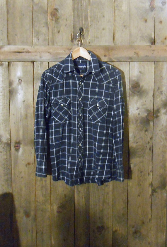 vintage 70s 80s WRANGLER blue plaid flannel pearl snap button up shirt / medium