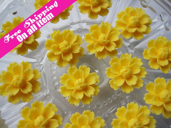 28mm Resin Daisy Chrysanthemum Flower Flatback Cabochon Decoration // Yellow , 6 pc