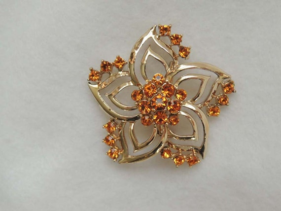 Beautiful Vintage pin / brooch... AMBER RHINESTONES